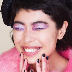 Осадок остался: Возвращение макияжа с глиттером