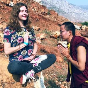 Я застряла в буддийском монастыре в Катманду и учу здесь детей английскому