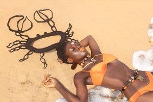 На кого подписаться: художница Летиция Кай, создающая скульптуры из волос