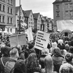 «Моё тело — моё дело»: Участницы #CzarnyProtest о запрете абортов в Польше