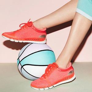 На три полоски: Как adidas приходит  на смену Nike