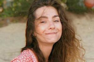 «Я держусь. Начала улыбаться»: мать Софьи Сапеги получила от дочери первые письма из СИЗО