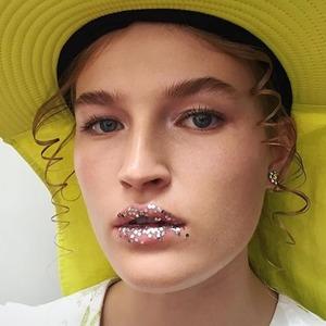 Милан и Лондон: 10 ярких макияжей с недель моды, которые несложно повторить