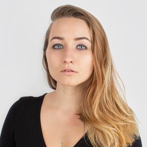 Литературный критик Полина Рыжова о балансе и любимой косметике