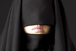 Мусульмане хотят, чтобы женщины ходили с открытым лицом