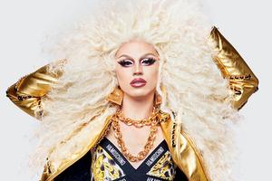 Moschino и H&M выпустили лукбук совместной коллекции