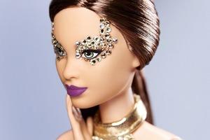 Визажист Пэт Макграт изменила макияж Барби