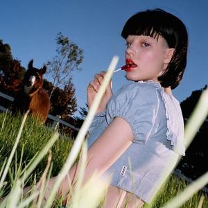 Daisy: Романтичные платья, прозрачные боди и кепки из Австралии