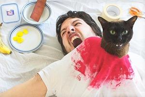 На кого подписаться: Хозяин и кот инсценируют кадры из кино