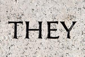 Местоимение «they» в единственном числе попало в словарь Merriam-Webster