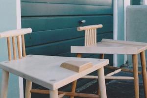 Британка придумала «мужские» и «женские» стулья для борьбы  с менспредингом
