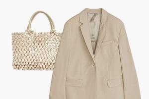 Комбо: Светлый жакет с плетёной сумкой