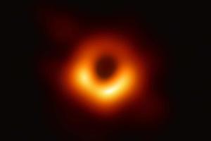 Астрофизики впервые представили снимок чёрной дыры