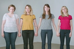 Актрисы «Girls» выступили против культуры насилия