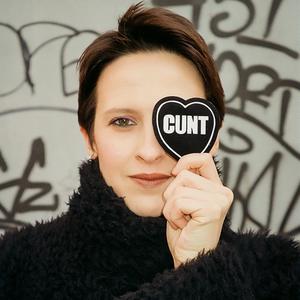 «Гнев — это нормально»: Мы открыли феминистский онлайн-магазин «Самка»