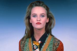 На кого подписаться: Инстаграм с нарядами Ванессы Паради из 80-х и 90-х