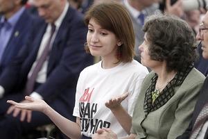 Журналистка Анна Луганская пришла в Кремль в футболке «Я/Мы Голунов»