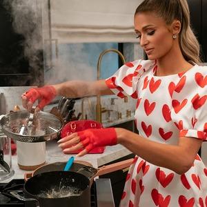 Comfort food: Эскапизм нового кулинарного шоу Пэрис Хилтон