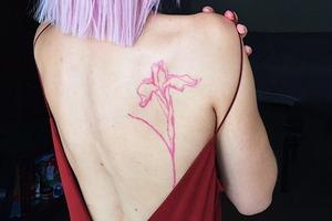 Моя татуировка: Актриса Дарья Башкирова о розовом ирисе