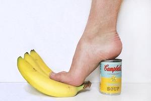Новый тренд Instagram — «туфли» из подручных предметов
