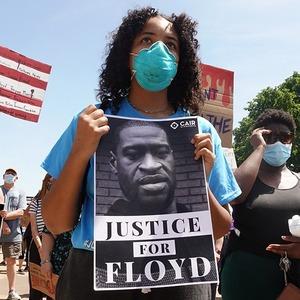 Смерть Джорджа Флойда: Почему в США не утихают протесты