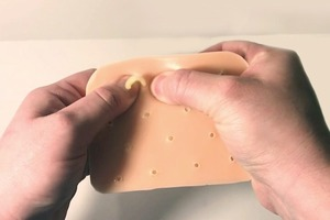 В США придумали игрушку для любителей выдавливать прыщи