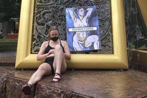 В Москве рядом с Третьяковской галереей прошла акция в поддержку Юлии Цветковой