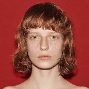 Глиттер и суккуленты: Самые интересные макияжи с недель моды