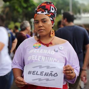 «Только не он»: Женщины Бразилии против кандидата в президенты