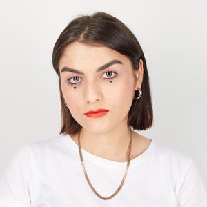 Графический дизайнер Леся Куранова о принятии себя и любимой косметике