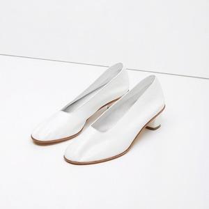 Туфли на небольшом каблуке: Возвращение сдержанности