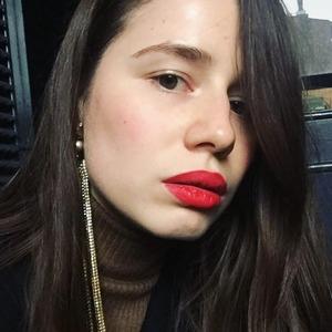 «Я как будто становлюсь сильнее»: Женщины о любимой красной помаде