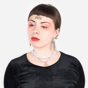 Музыкант и художница Дженни Малкович о театральности и любимой косметике