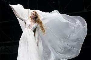 Valentino представили коллекцию платьев невероятных размеров  (и красоты!)
