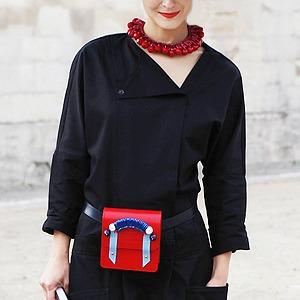 Пастельные цвета  и широкополые шляпы на гостях  Paris Fashion Week