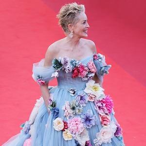 «Блондинка в жутких розочках»: Почему платье Шэрон Стоун выглядело по-настоящему круто
