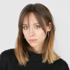 Графический дизайнер Алёна Салманова о поисках себя и любимой косметике