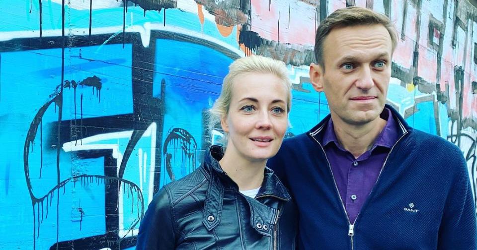 У Юлии Навальной во время обыска изъяли телефон — теперь с него пишут её знакомым