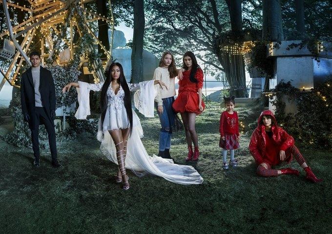 Ники Минаж снялась  в рождественской кампании H&M. Изображение № 1.