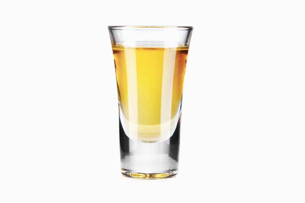 Напитки покрепче  и покороче: 10 рецептов  согревающих шотов. Изображение № 6.