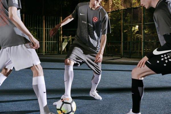Nike сделали первую коллекцию с российскими дизайнерами. Изображение № 8.