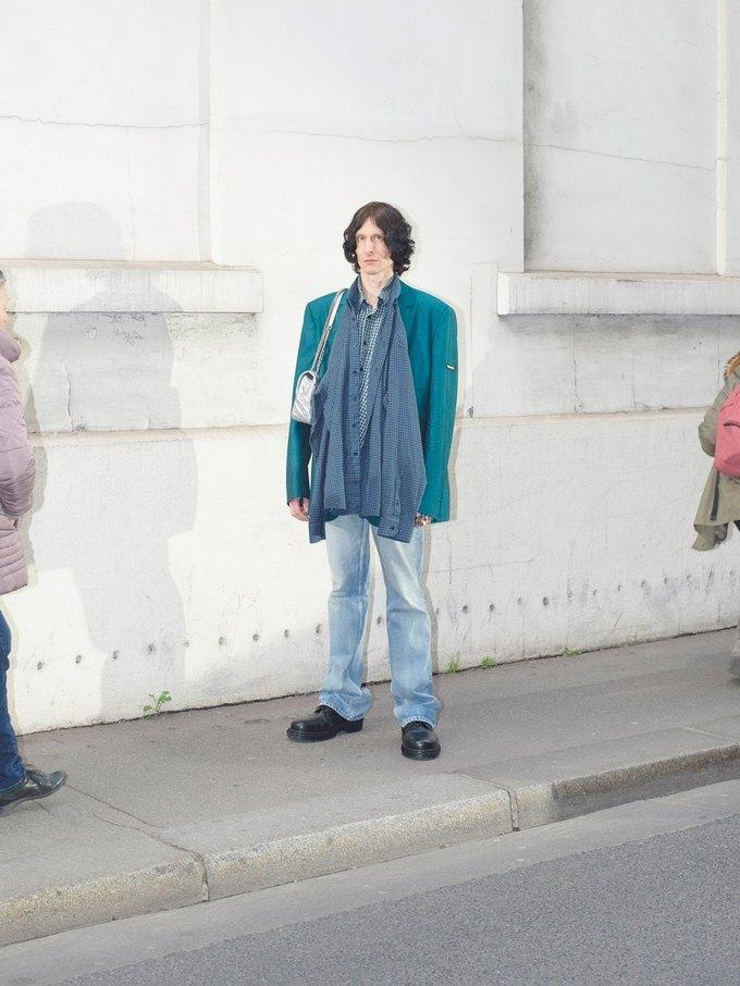 В новом лукбуке Balenciaga снялись обычные парижане. Изображение № 37.