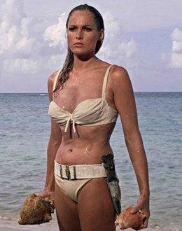 Как менялась пляжная мода: От купальных платьев к бикини  и обратно. Изображение № 8.