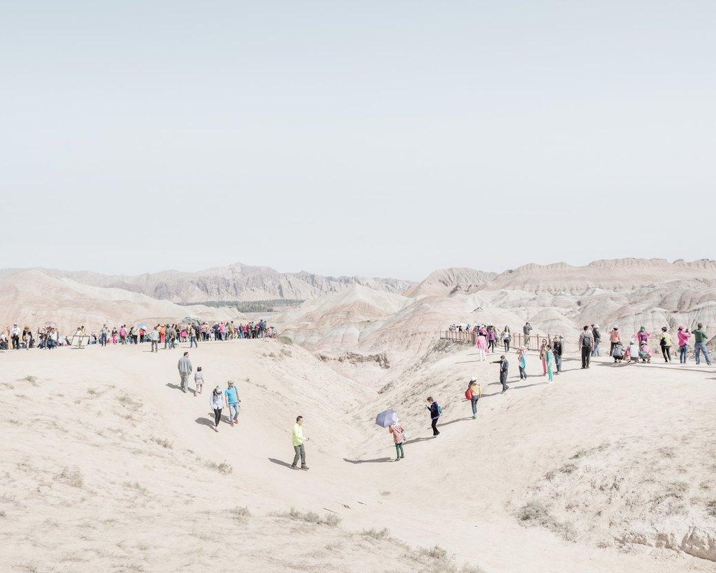 «Познавая мир»: Туристы  в китайской пустыне. Изображение № 11.