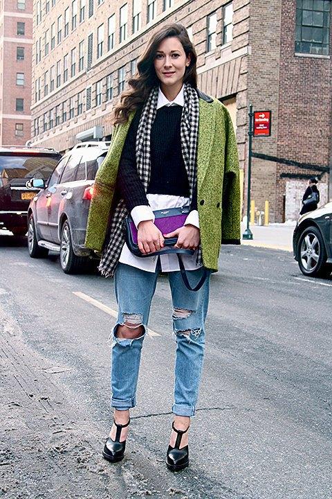 Стритстайл: Что носят на Нью-Йоркской неделе моды. Изображение № 23.
