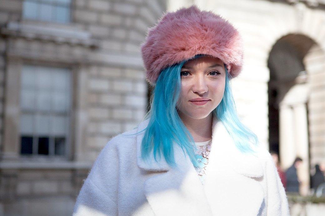 Стритстайл:  Что носят гости  London Fashion Week. Изображение № 13.