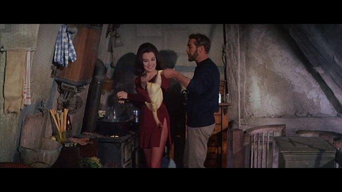 Что можно узнать о стиле  из комедии 60-х  «Что за путь!». Изображение № 4.