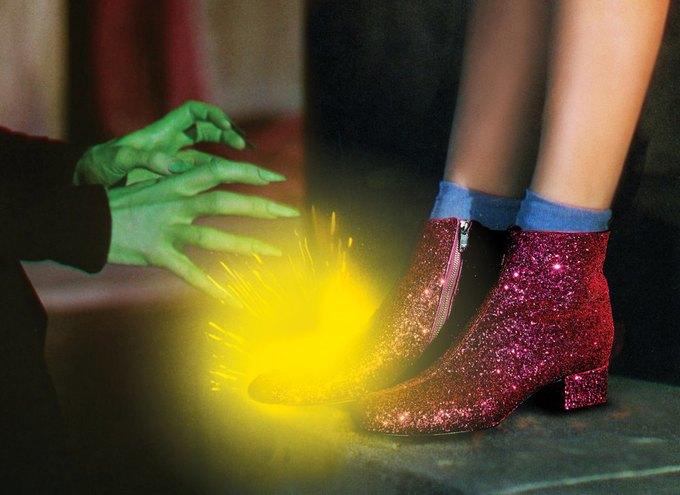Джуди Гарлэнд в «Волшебнике страны Оз». На ней ботинки Saint Laurent. Изображение № 1.