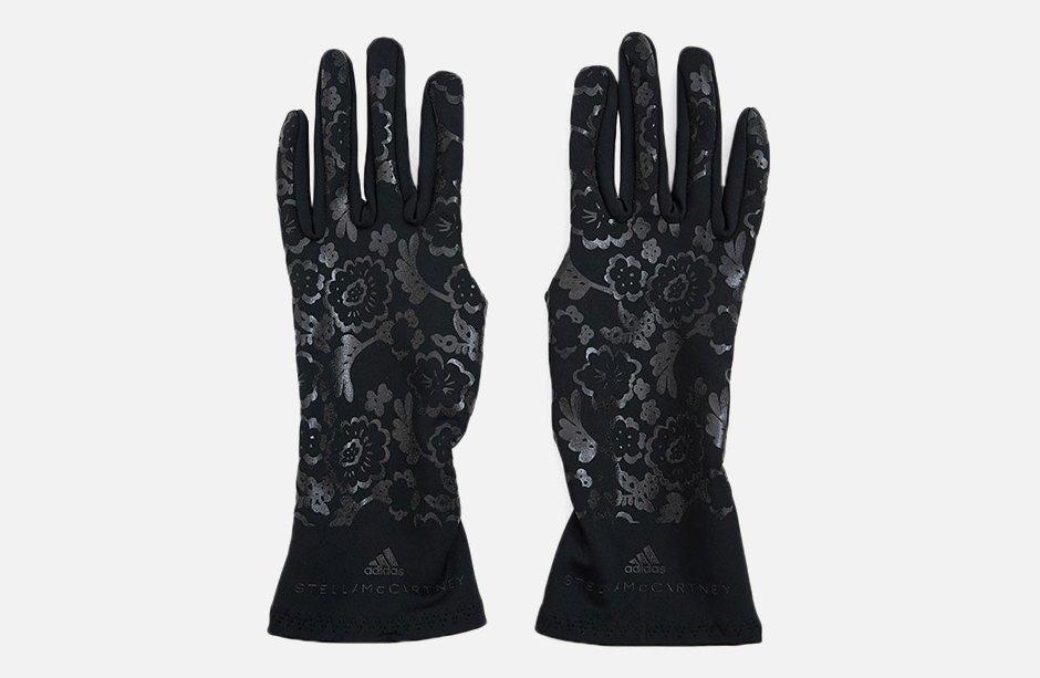 «Кружевные» спортивные перчатки adidas x Stella McCartney. Изображение № 1.