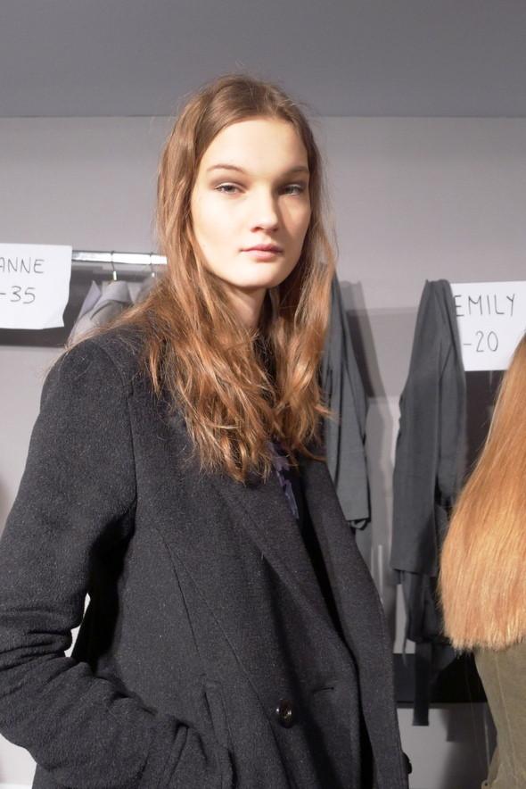 Milan Fashion Week: бэкстейдж показа Max Mara. Изображение № 19.